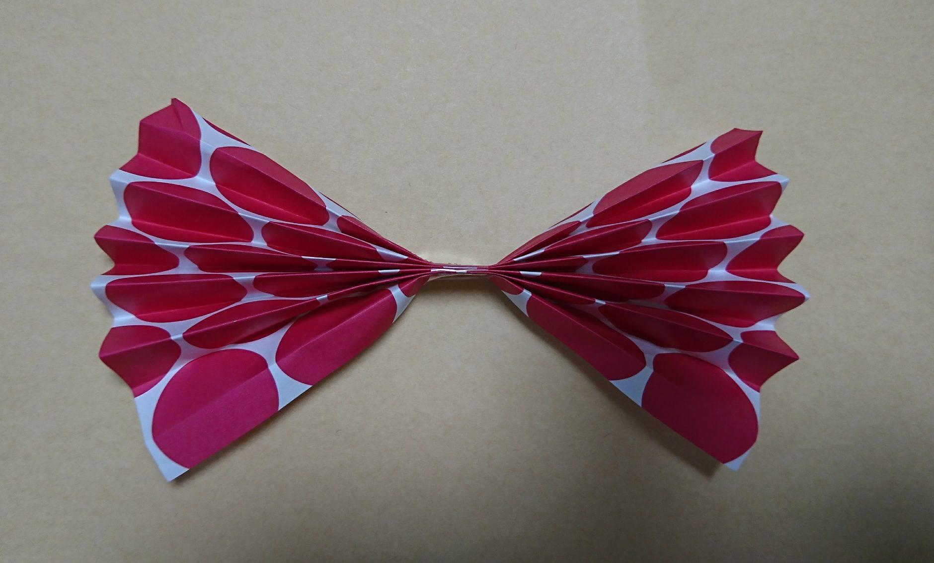幼稚園児でも作れるジャバラリボンの折り紙の作り方。りぼん活用法も